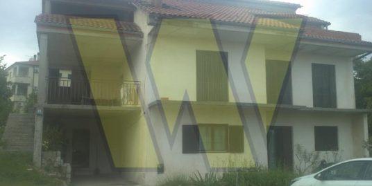 Kuća i dvorište u Rijeci- Marčelji