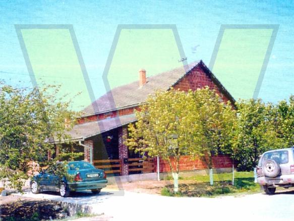 Donje Bazije kuća dvorište i oranica