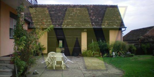Kuća i gospodarski objekt u Berku